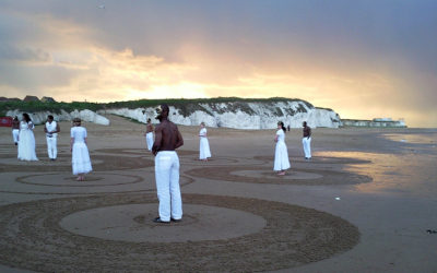 3 jours de beach art en Angleterre pour le clip Uyirin Uyire extraite du film indien Thaandavam