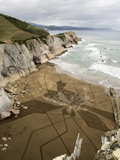flysch, zumaia, dougados, beach art, sand drawing, falaise, cliff