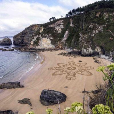 galicia, galice, beach art, dougados, mandala