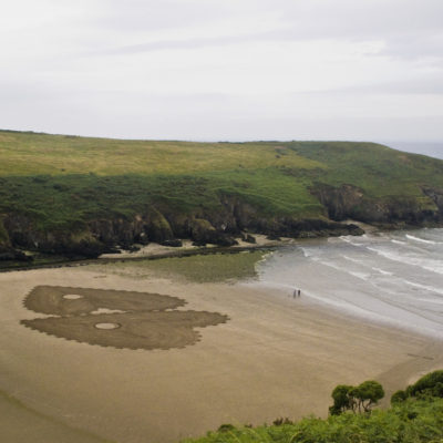 beach art, dougados, irland, stradbelly cove, heart, mecani
