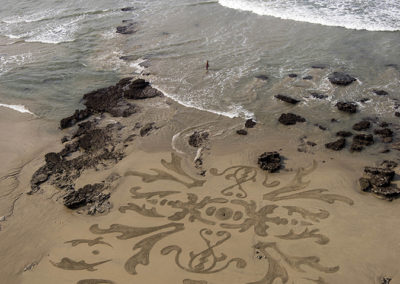 Biarritz, fresque, dessin sur le sable, beah art, dougados, marqueterie