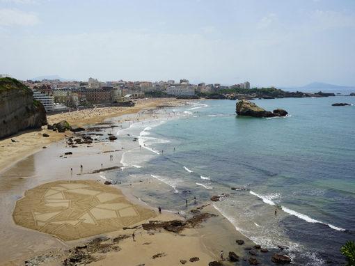 Biarritz, roche plate, roche, beach, ocean, surf, dougados, sand drawing