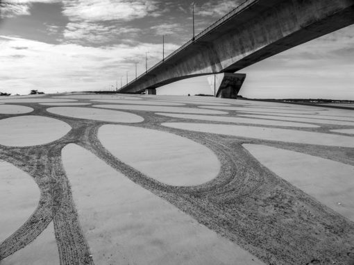 beach art, ile de Ré, la Rochelle, dougados, sand drawing, bridge, pont