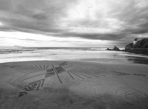 beach art, dougados, biarritz, villa belza, dessin sur le sable, photo, noir et blanc, black and white